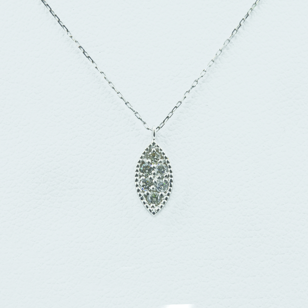Leaf-shaped diamond necklace in white gold